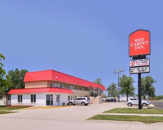 Red Carpet Inn - Worthington - Building