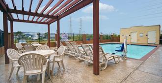 Galveston Inn & Suites Hotel - Galveston - Pool