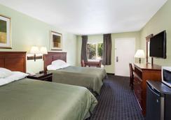 Travelodge by Wyndham Orange County Airport/ Costa Mesa - Costa Mesa - Bedroom