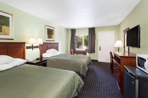 Travelodge by Wyndham Orange County Airport/ Costa Mesa - Costa Mesa - Phòng ngủ
