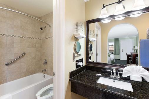 Travelodge by Wyndham Orange County Airport/ Costa Mesa - Costa Mesa - Bathroom