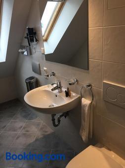 Parkhotel Leiser - Planegg - Bathroom
