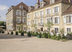 Hôtel Restaurant De La Poste & Du Lion D'or - Vezelay - Edificio