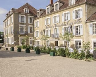 Hôtel Restaurant De La Poste & Du Lion D'or - Vezelay - Gebäude