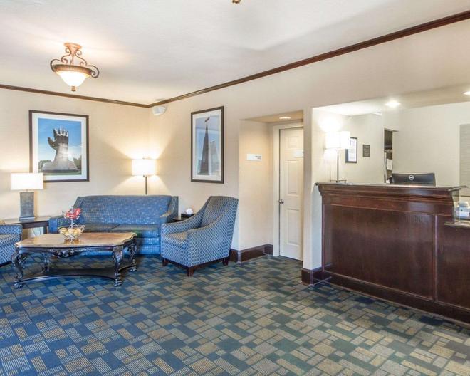 Quality Inn Tulsa-Downtown West - Талса - Гостиная