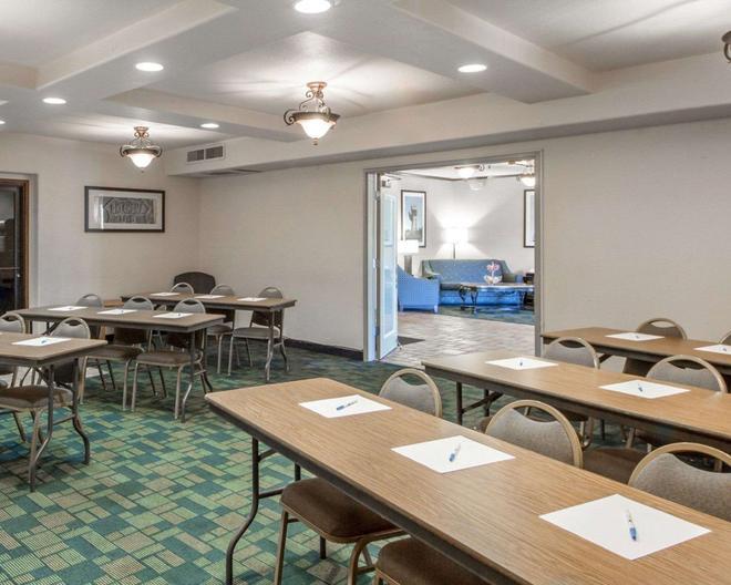 Quality Inn Tulsa-Downtown West - Талса - Ресторан