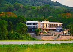 Rivermount Hotel And Resort - Laoag - Building