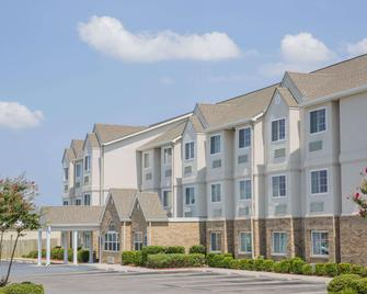 Microtel Inn & Suites by Wyndham Albertville - Albertville - Building