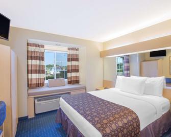 Microtel Inn & Suites by Wyndham Albertville - Альбертвілл - Спальня