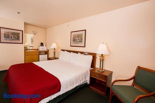 Village Inn & Suites - Marysville - Bedroom