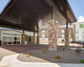 Holiday Inn Express & Suites North Platte - North Platte - Building