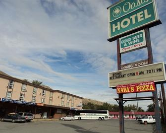 Oasis Hotel - Cache Creek - Building