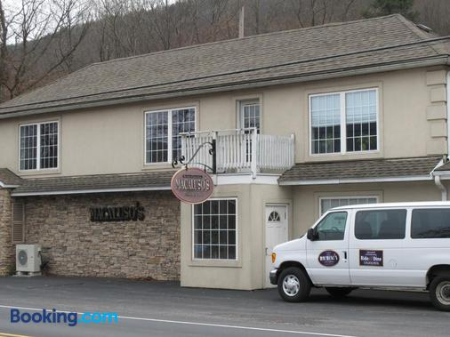 Macaluso's at The Lantern Lodge - Jim Thorpe - Building