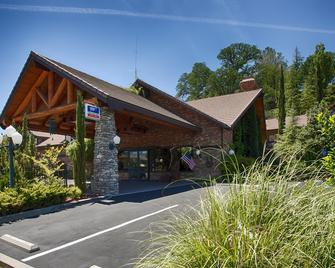 Best Western Plus Yosemite Gateway Inn - Окхерст - Building