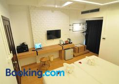 Forty Winks Phuket - Patong - Bedroom