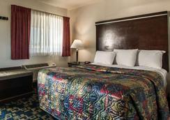 Rodeway Inn - Oceanside - Bedroom