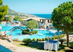 Club Esse Cala Gonone Beach Village - Cala Gonone - Bể bơi