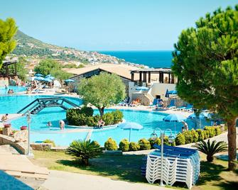 Club Esse Cala Gonone Beach Village - Cala Gonone - Басейн