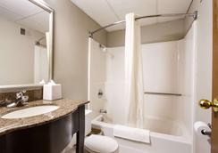 Econo Lodge Olathe - Kansas City - Olathe - Bathroom