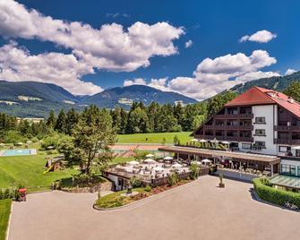 Royal Hotel Hinterhuber - Брунико - Здание