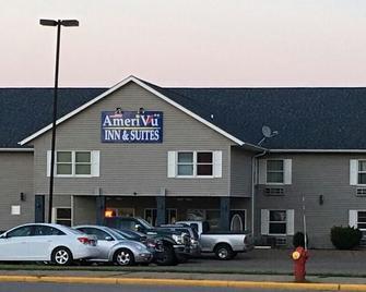 Amerivu Inn And Suites New Richmond - New Richmond - Building