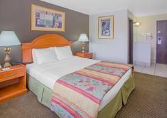 Days Inn by Wyndham Portage - Portage - Bedroom