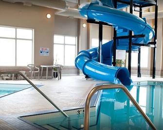 Paradise Inn & Suites Valleyview - Valleyview - Bazén