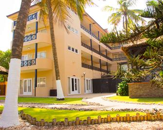 Best Western Plus Accra Beach Hotel - Accra - Building