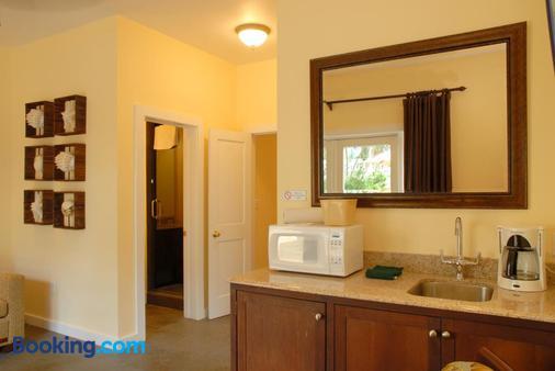 Douglas House - Key West - Bathroom