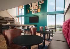 DoubleTree by Hilton Hotel Dallas - DFW Airport North - Irving - Phòng ngủ