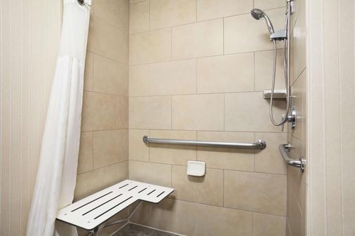 DoubleTree by Hilton Hotel Dallas - DFW Airport North - Irving - Bathroom