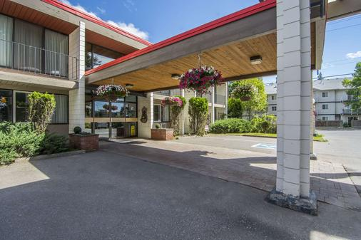 Quality Inn - Quesnel - Building