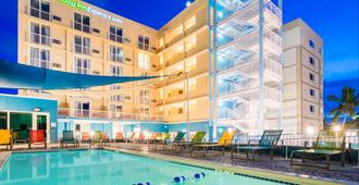 Holiday Inn Express & Suites Nassau - נאסאו - בניין
