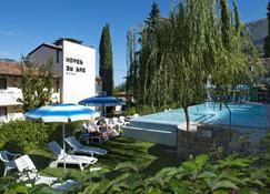 Beach Hotel Du Lac Malcesine - Malcesine - Pool