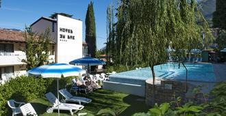 بيتش هوتل دو لاك - مالسين - حوض السباحة