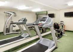 Ramada by Wyndham Columbia - Columbia - Gym