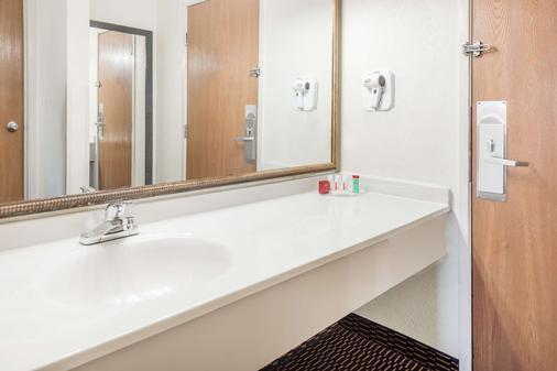 Ramada by Wyndham Columbia - Columbia - Phòng tắm