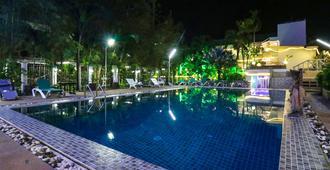 Natural Beach Hotel Pattaya - Pattaya - Pool