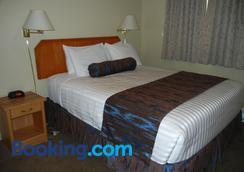 Slumber Lodge - Penticton - Bedroom