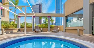 Chn Hotel Monterrey Centro, Trademark Collection By Wyndham - מונטרי - בריכה