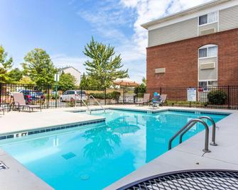 Suburban Extended Stay Kennesaw - Kennesaw - Pool