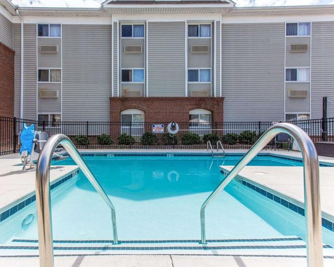 Suburban Extended Stay - Kennesaw - Pool