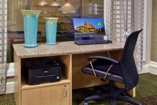 La Quinta Inn & Suites by Wyndham Greenville Haywood - Greenville - Khu vực làm việc
