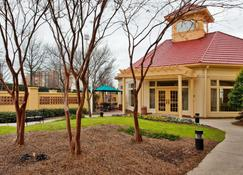 La Quinta Inn & Suites by Wyndham Greenville Haywood - Greenville - Building