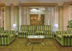 La Quinta Inn & Suites by Wyndham Greenville Haywood - Greenville - Lobby