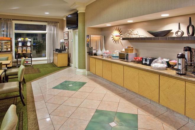 La Quinta Inn & Suites by Wyndham Greenville Haywood - Greenville - Buffet
