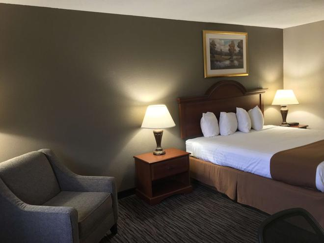 Best Western Gateway Adirondack Inn - Utica - Bedroom
