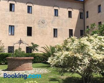 Casa Mater Ecclesiae - Massa Marittima - Building