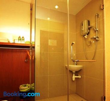 Country Hotel R254 (R̶4̶1̶7̶)  Klang Hotel Deals & Reviews - KAYAK