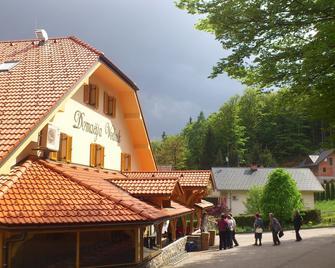 Hotel Vodnik & Apartments - Spodnji Brnik - Building